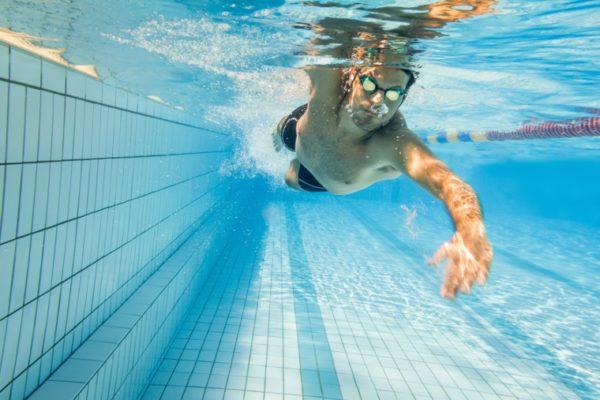 Pływanie a sylwetka ciała