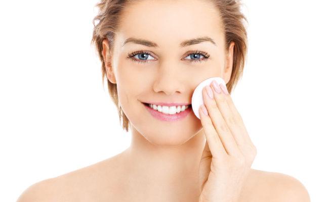 Czy warto stosować tonik na twarz?